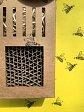 Wildbienen-Hotel aus Karton - mit Spruch-Aufkleber